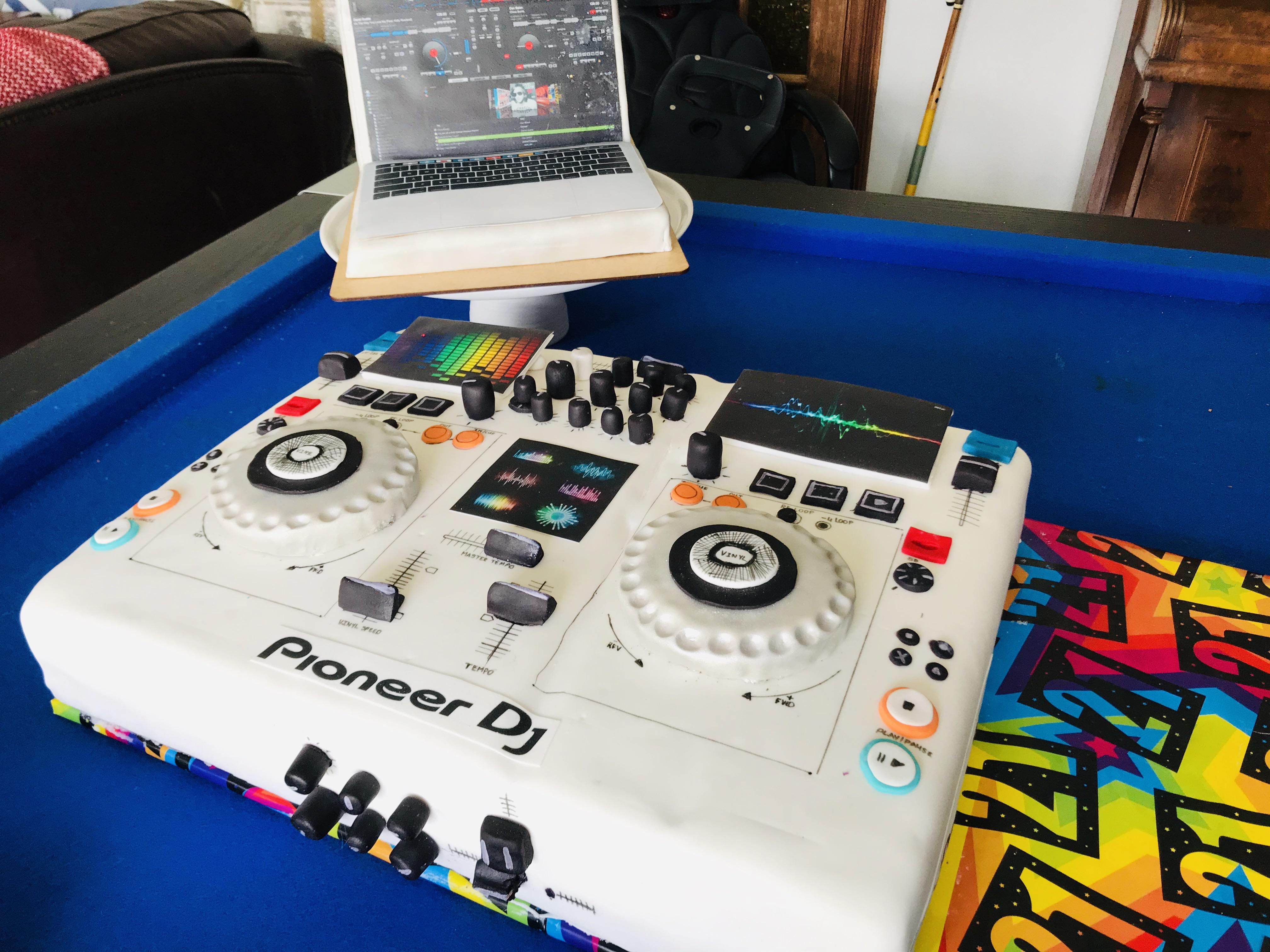 Baked my god-son these cakes for his 21st. I know Ive gotten the dials wrong. Still don't know how to DJ.