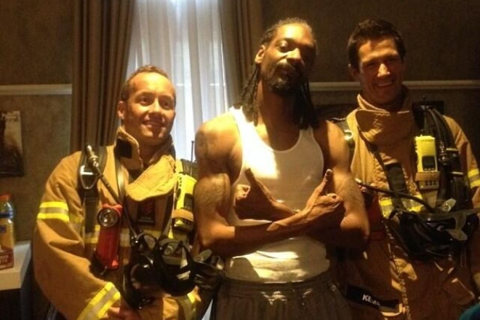 Snoop taking a pic with firefighters after his smoke alarm went off