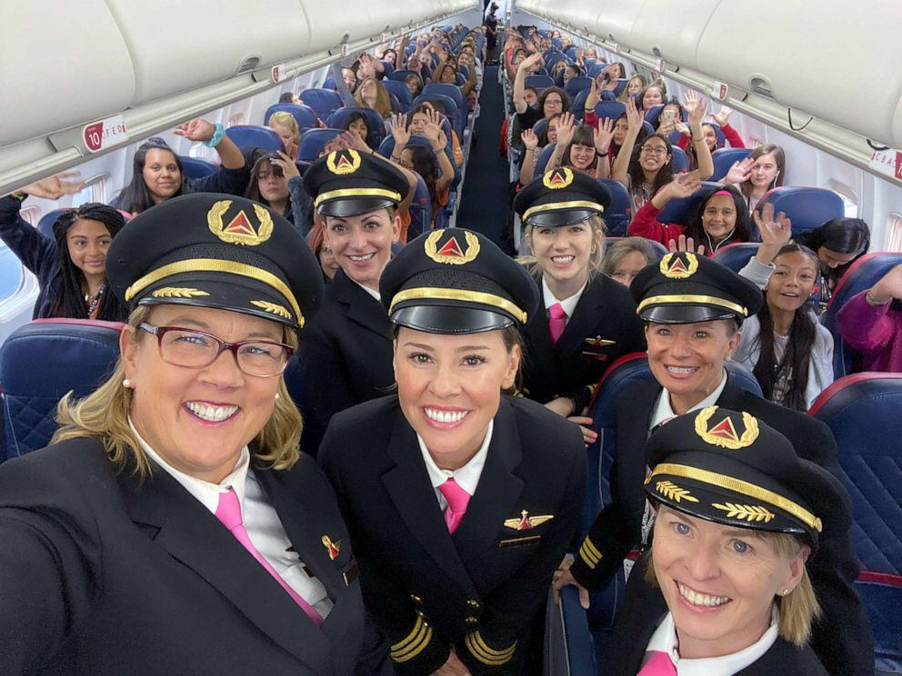 An all-women Delta crew flew 120 girls between the ages of 12-18 to NASA headquarters in Houston to inspire female aviators, and to draw attention to the need to close the gender gap in aviation and p
