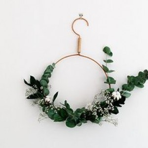 Minimal DIY Wreath Ideas To Spice Up Your Home